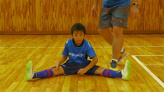 簡単メニューで基礎トレニング!「股関節の柔軟性のための開脚ストレッチ」