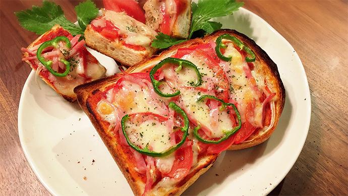 トマトたっぷり簡単ピザトースト