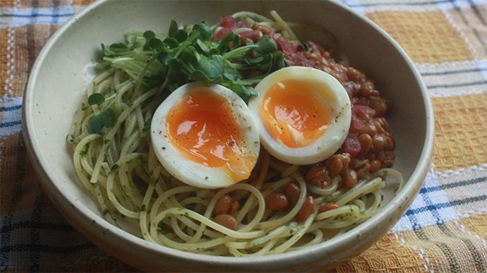 定番に栄養と風味と食感をプラス♪カラフル☆納豆スパゲティ