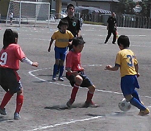 保育園時代の友達とサッカーで対戦