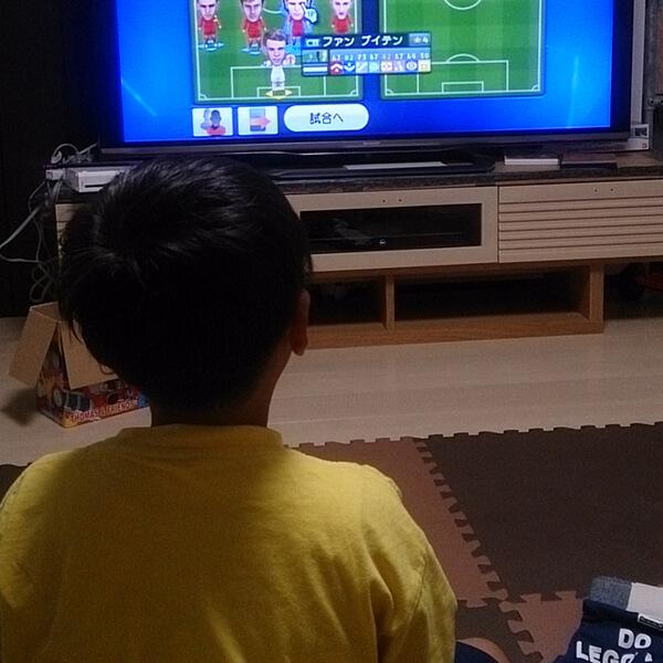 息子とサッカーゲームで対戦