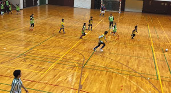 親子サッカー練習やフットサル大会に参加する