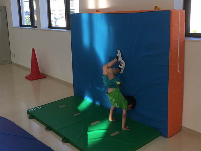 男の子2人はまずは体操教室へ-田代明日香-