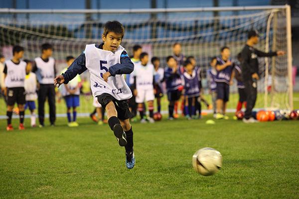 「ウイトレ」親子サッカースクールグ
