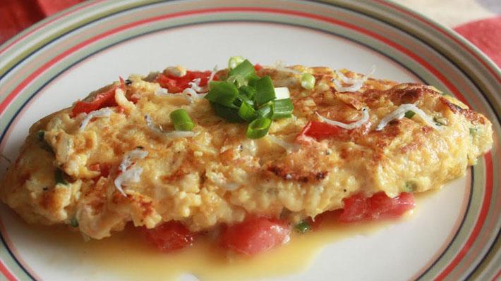 カルシウムたっぷり☆しらすとトマトとチーズのオムレツ