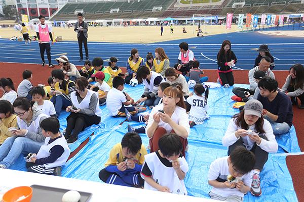 おにぎりわんぱくプロジェクト×サカママ 親子サッカースクール