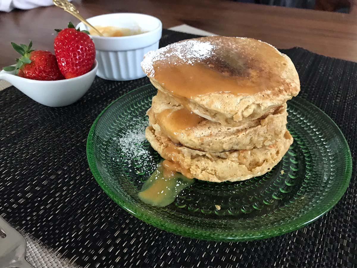 きなこバターとメープルのホットケーキ