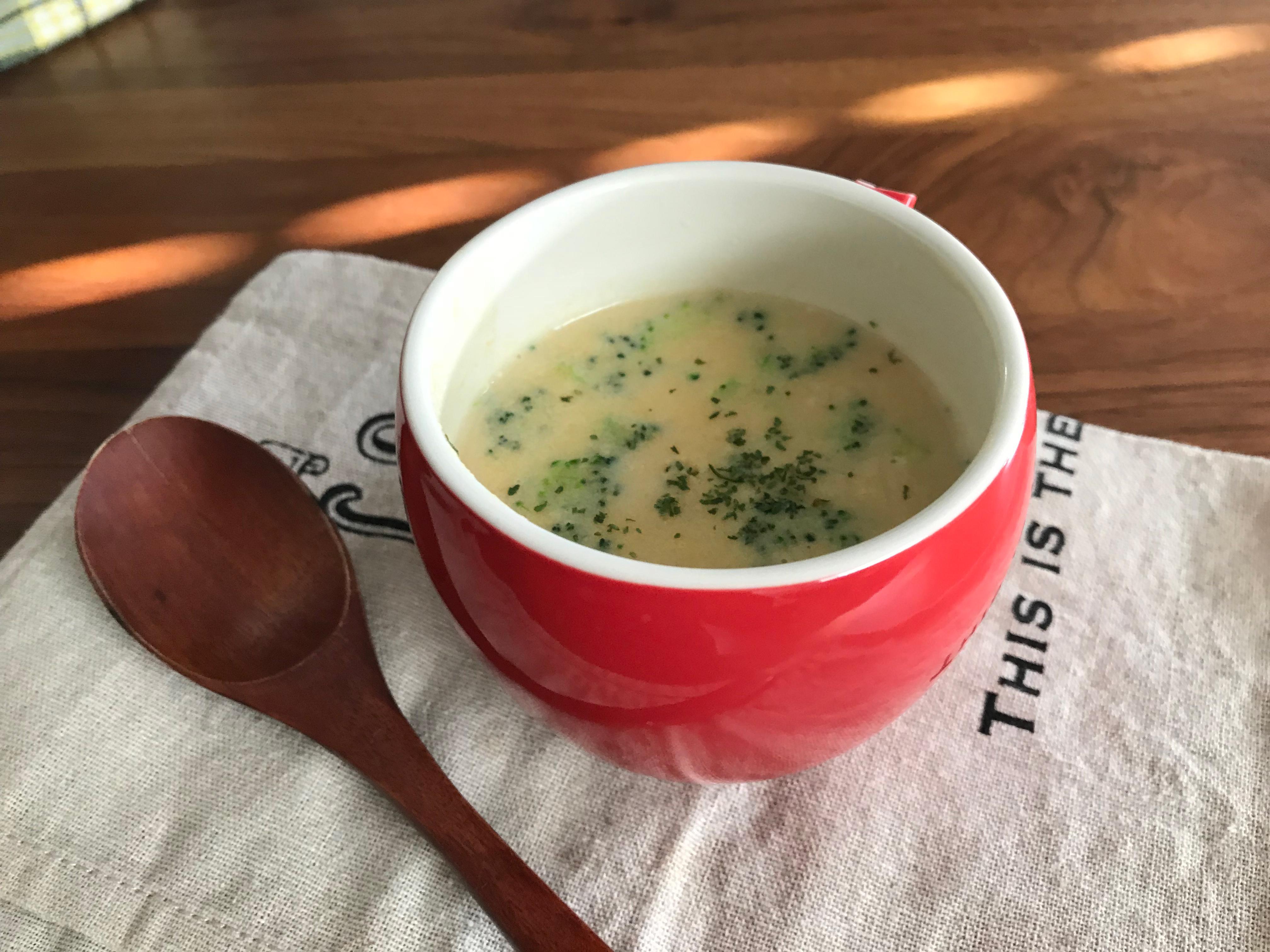 豆乳とつぶつぶブロッコリーのコーンスープ